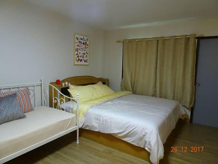 Relax Studio on Vibrant Nimmanhaemin rd.舒适安全的公寓@尼曼