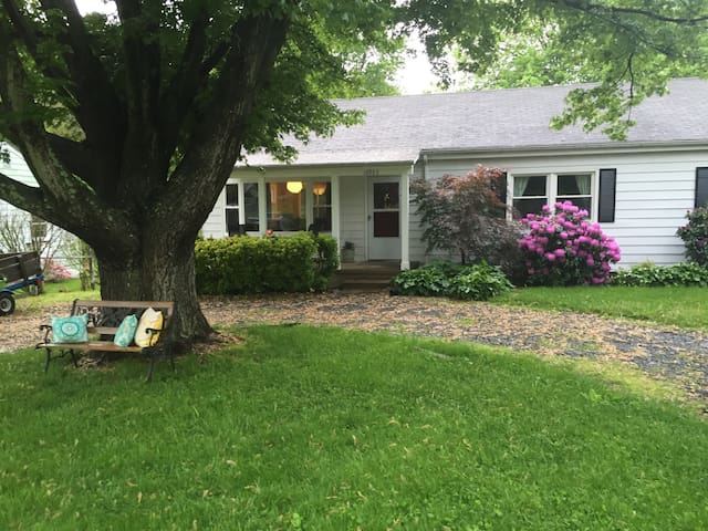 Cozy Cottage in❤ of VA Wine Country - Paeonian Springs