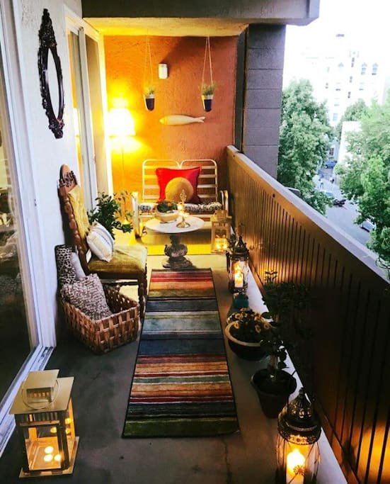 Cozy Moroccan themed balcony seating