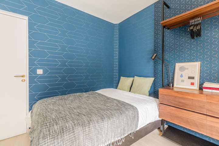 Lit double 140cm x 190cm // Double bed