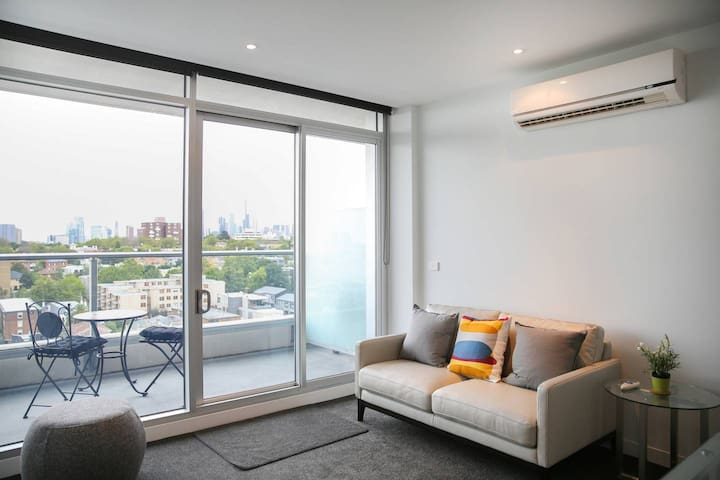 Comfort for Two in South Yarra Apt - Premium Amenities