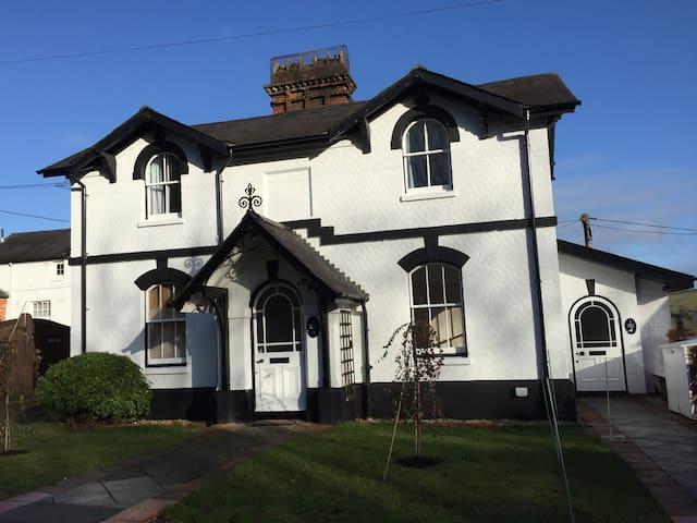 1 Grove House