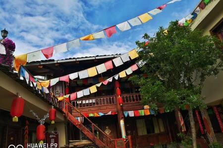 藏族各民族团结之(欢乐屋)  雪山 峡谷 草甸 寺庙  土司 盛宴 幸福人民 这里就是诗和远方