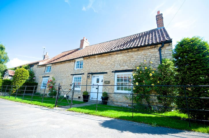 Stunning Yew Tree Cottage - Westow, York - Huis