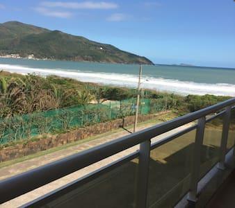 Apartamento frente ao mar