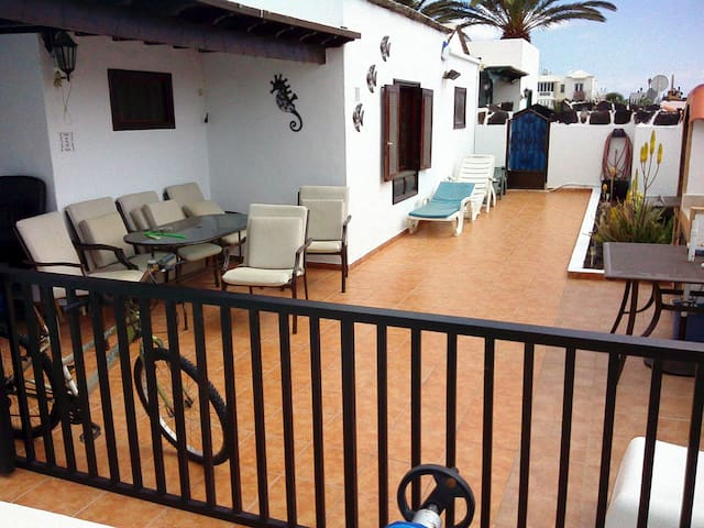Front patio sun all day - covered seating area & BBQ - outside gates are lockable