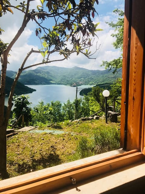 Cottage Refuge at Lake Turano in the mountains