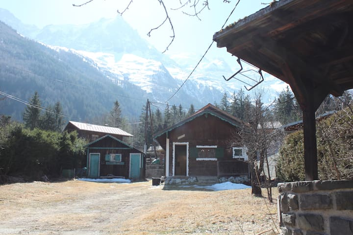 Cute Chalet for 4, short walk from Chamonix Centre