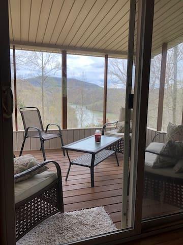 Romantic getaway on Dale Hollow Lake in Monroe, TN