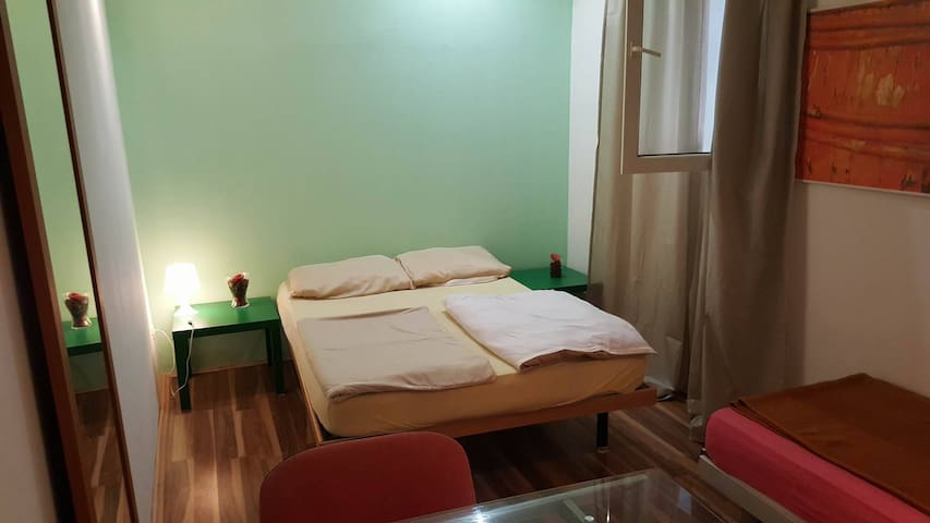 Logistic Youth Center 4-bed room - Zagreb - Bed & Breakfast