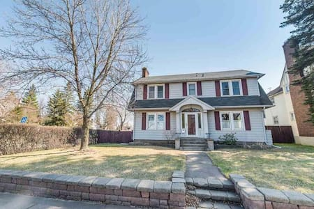 Ideally located 3 BR home Superior - Superior - House