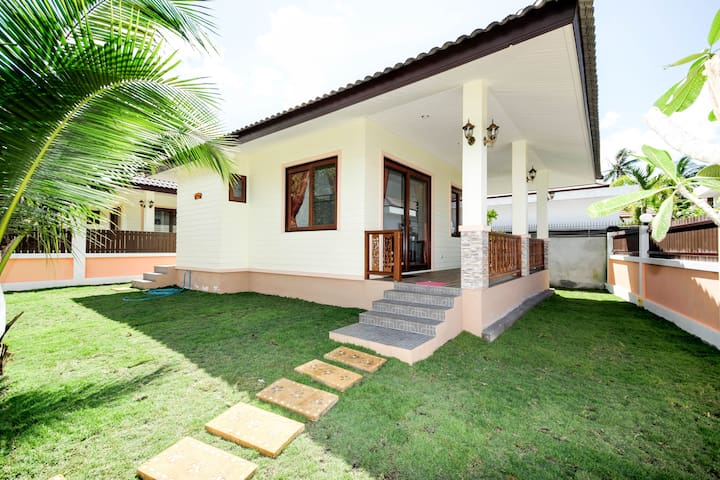 1 bedroom house 200 meters from the beach - LN1