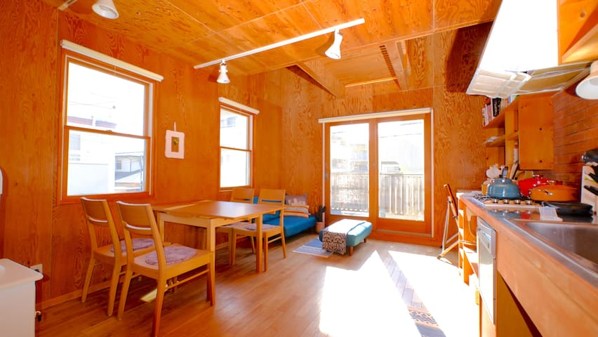 NEW! Surfers' Beach Apartment Zushi