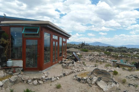 Lo-Fi Earthship Glamping - Earth House