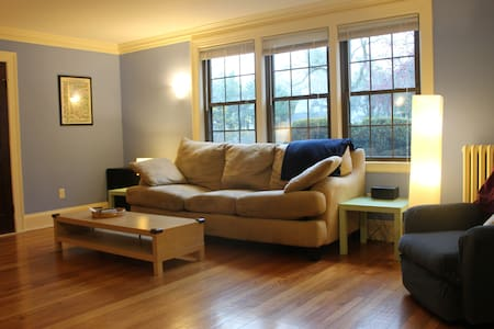Welcome Home! 3 BR 4 u and baby too - Wellesley - Apartmen