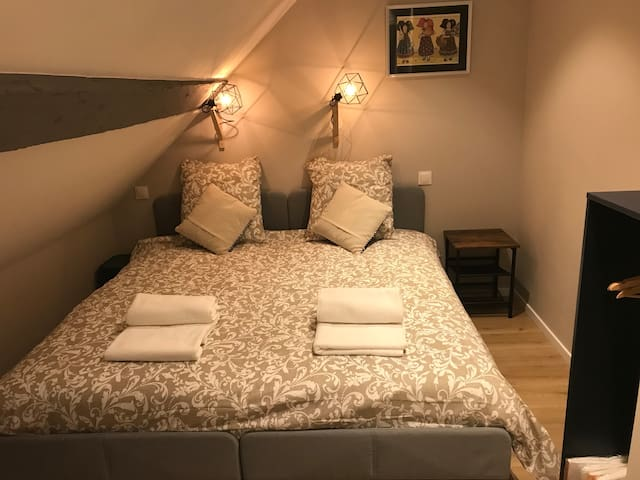Chambre 2 avec lit 180 x 200, bedroom 2 with 180 x 200 bed