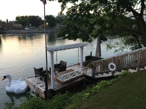 Riverview on Main - 2 bdrm Upper Apartment