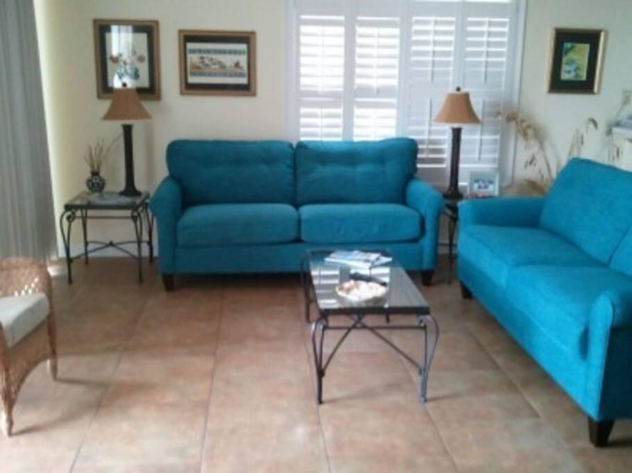 DI Beach Club 105-Living Room A-side