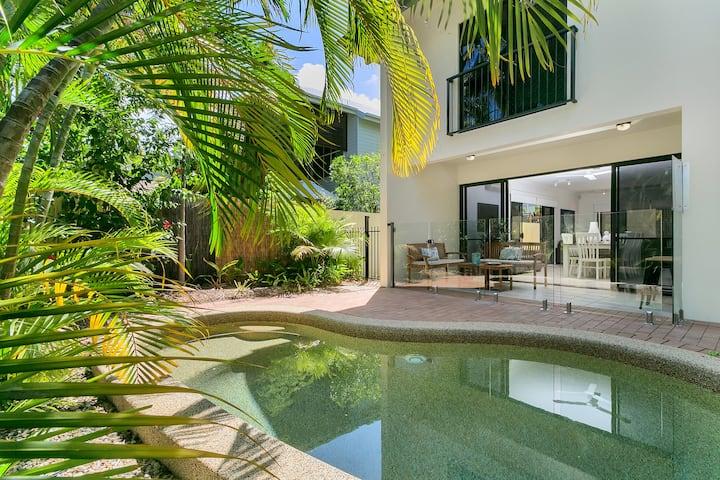 Palm Cove Retreat