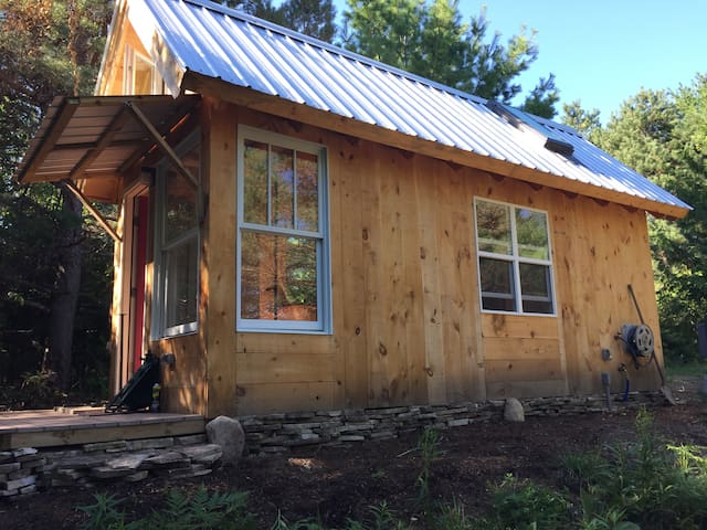 A tiny house: a simple getaway in NoMich - Charlevoix - Other