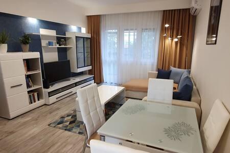 Modern belvárosi lakás Balatonhoz, Őrséghez közel