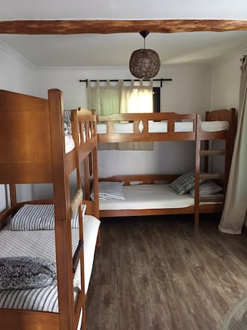 4 bed mixed dormitory in 무아게스트하우스 Mua guesthouse