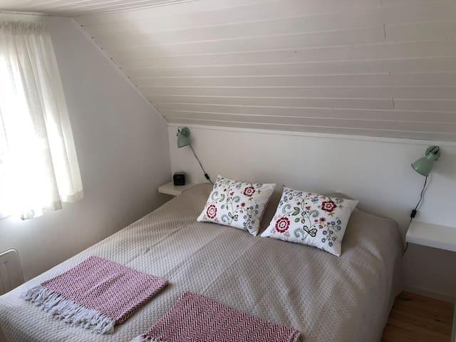 Dubbelsäng i sovrummet