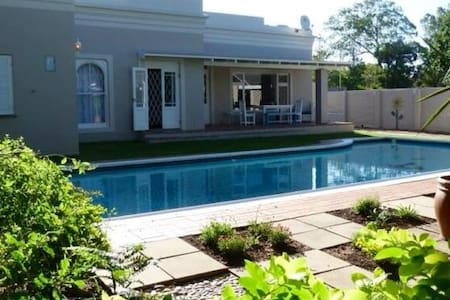 HomeTree Self Catering Guest House - Port Elizabeth - Byt