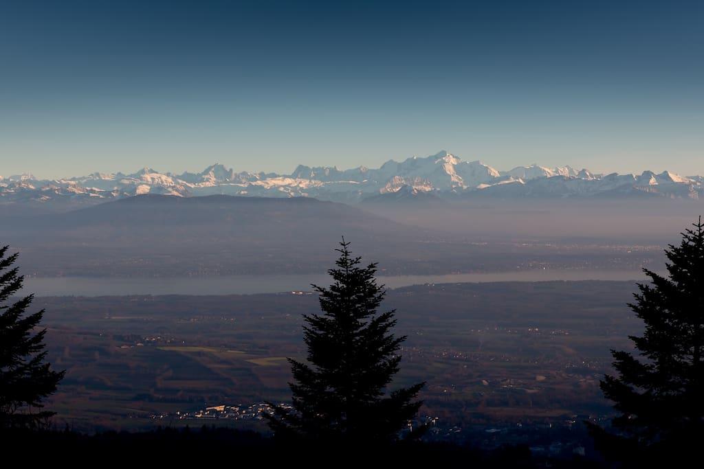 La chaine du Mont Blanc juste en face.
