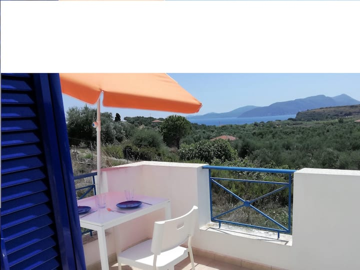 Blue& White holiday home  - 500m from Lambes Beach