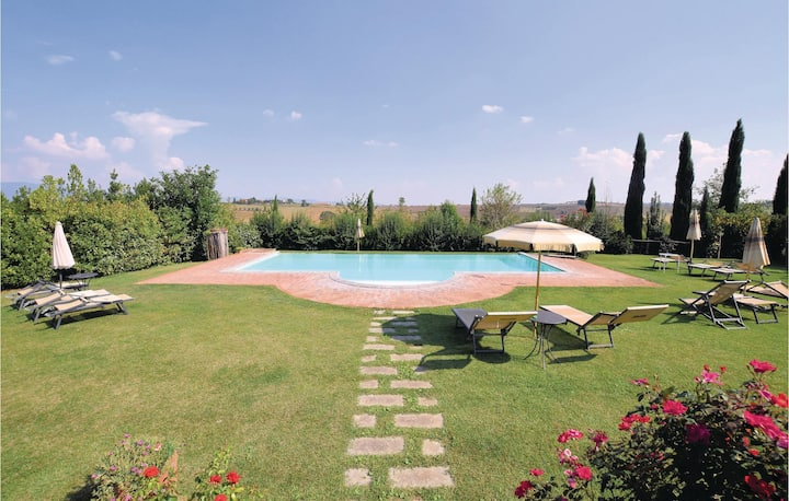 Stunning home in Cortona (AR) with WiFi and 2 Bedrooms