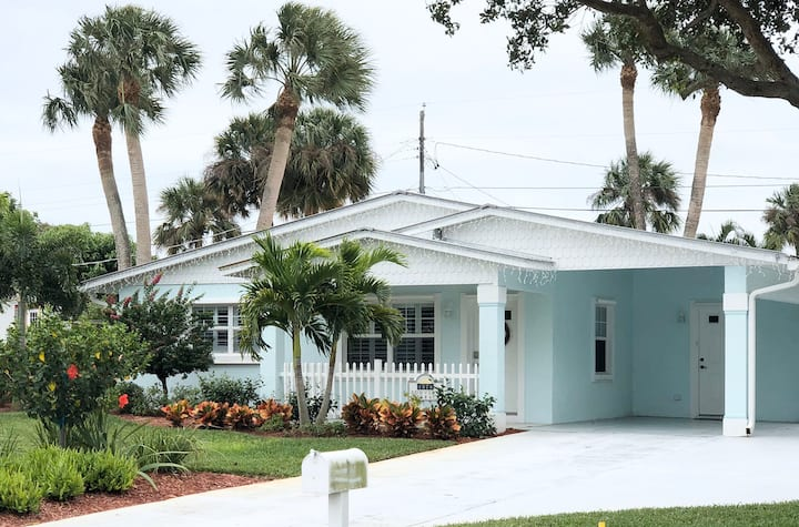 Spacious downtown Jensen home close to the Beach!
