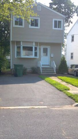 Cozy home close to NYC & New Brunswick! - Edison - Ev