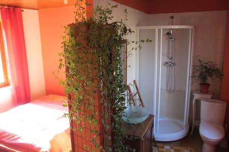 une suite parentale wc+salle d'eau - Saint-Étienne-de-Saint-Geoirs