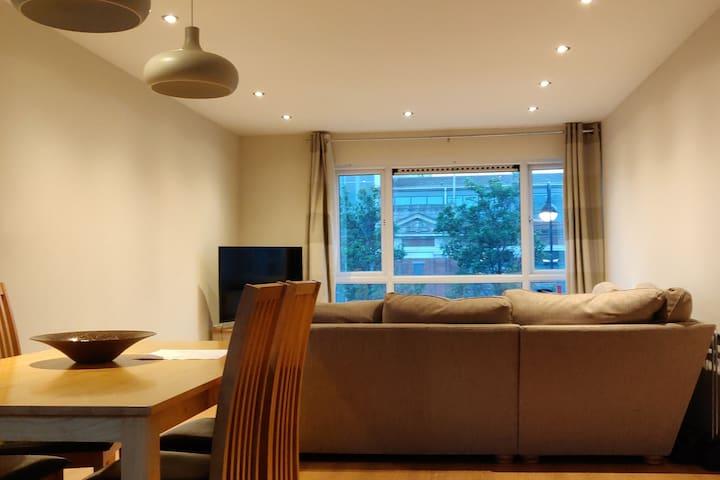Spacious, modern apartment near city centre