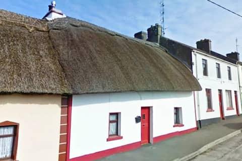 Thatched cottage in heart of Clarinbridge village
