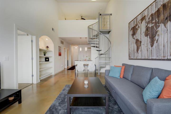 Downtown Upgraded Unit With Loft & Views! - Austin - Loft