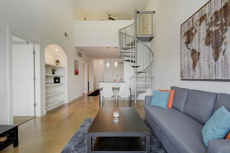 Downtown Upgraded Unit With Loft & Views! - Austin