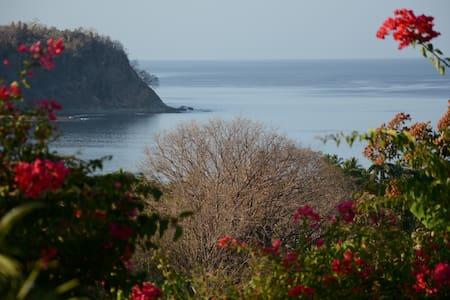 Samara, Casa Azul, close to the beach, fab. view - Sámara - Domek gościnny