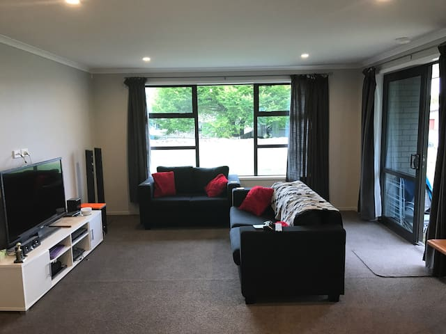 Brand new home in the heart of Tirau - Tirau - Ev