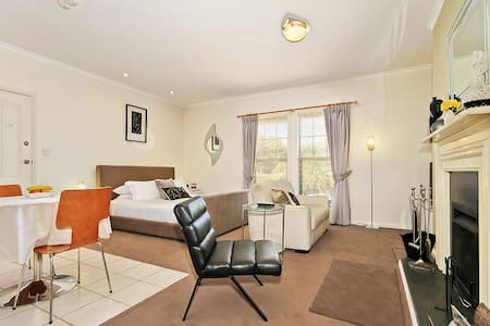 Contemporary Suite - Wine and Roses B and B - McLaren Vale