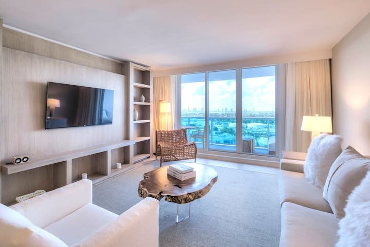 Luxurious 1/1 City VIew at 1 Hotel & homes