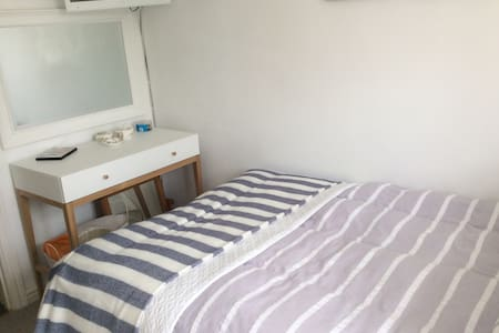 Small Double/single room close to airport - Wythenshawe