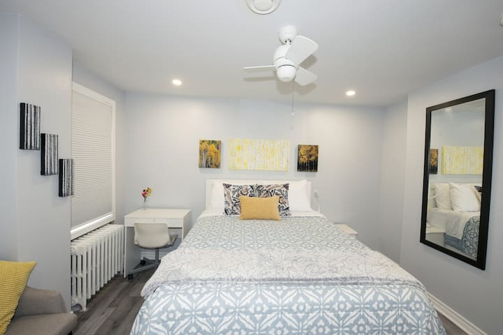Serene Niagara Inn - Aspen Room
