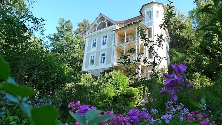 Apartment mit Garten und privatem Seezugang