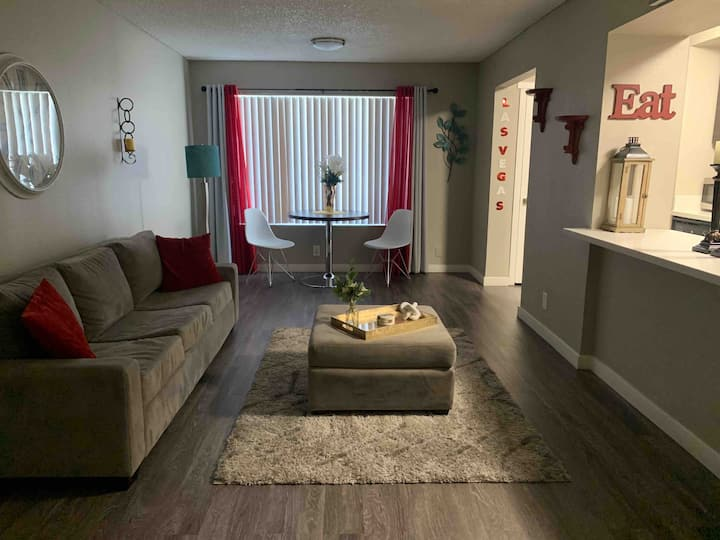 3Min Uber to The Strip! 2BR/2BA,Pool,Spa and WiFi