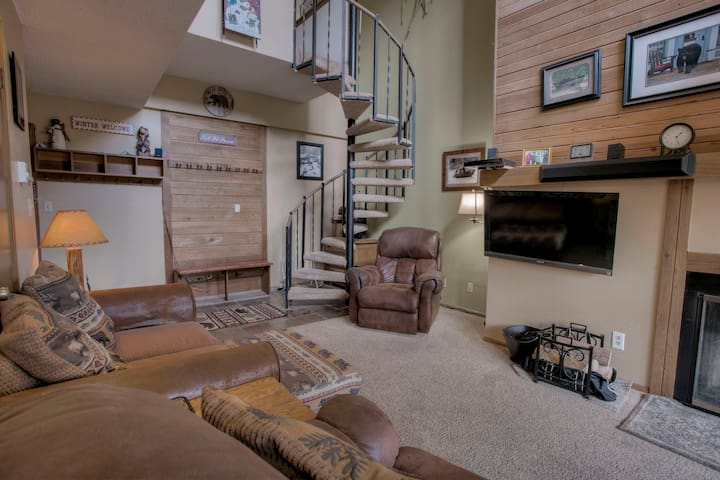 Living area  / stairs