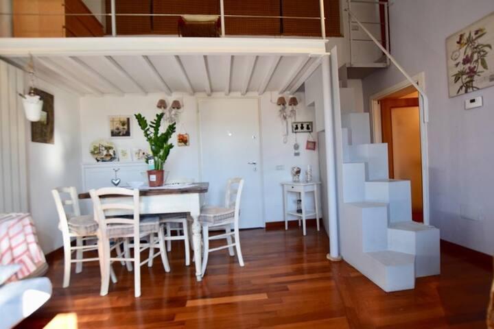 Appartamento luminoso in centro vicino al mare