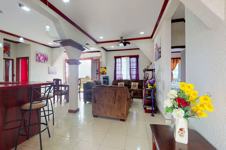 Charming getaway in the heart of Belize City w/WiFi, partial AC & home comforts!