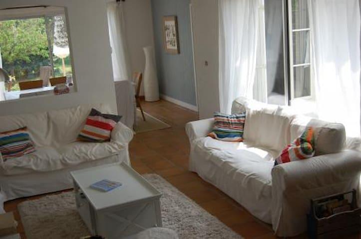 Jolie maison, spacieuse et calme - Ars-en-Ré - House